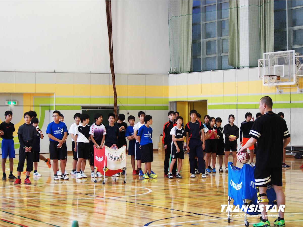 トレーニングの目的を1つ1つ説明する櫛田監督